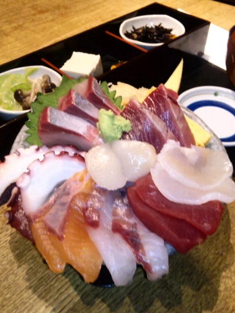 ボリューム満点!海鮮丼@飯田橋和食うお座